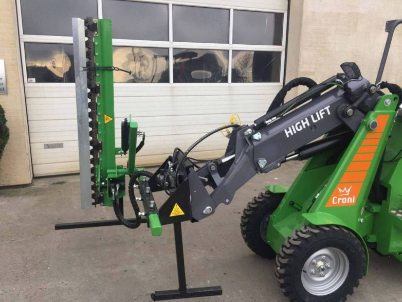 Hedgetrimmer attached to mini loader